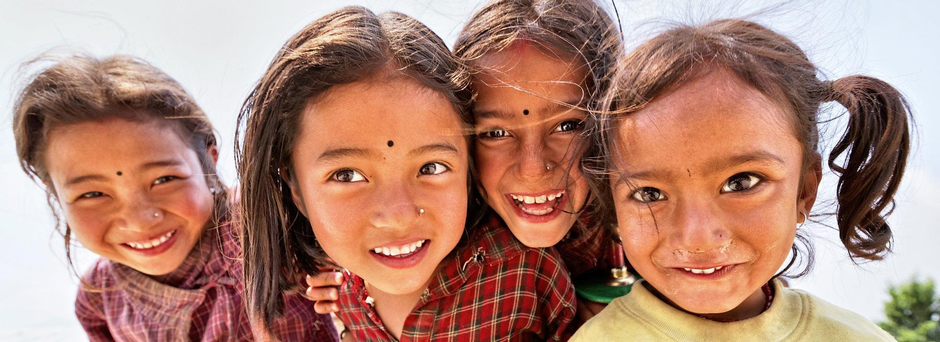 little_nepalese_girls_nagarkot
