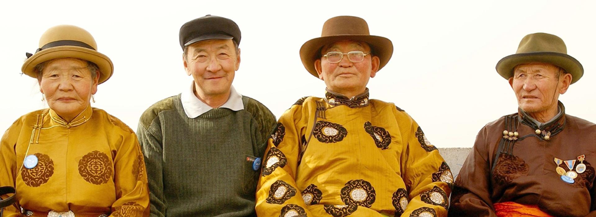traditional_family_mongolia